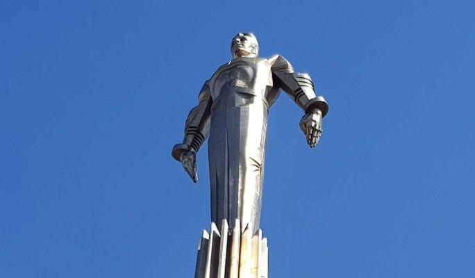 Памятник Юрию Гагарину на Ленинском проспекте в Москве отреставрируют