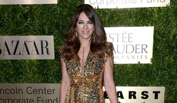 55-летняя звезда Голливуда показала прелести в леопардовом мини-бикини