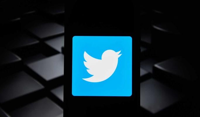 РКН напомнил Twitter о необходимости удалить незаконный контент до 15 мая