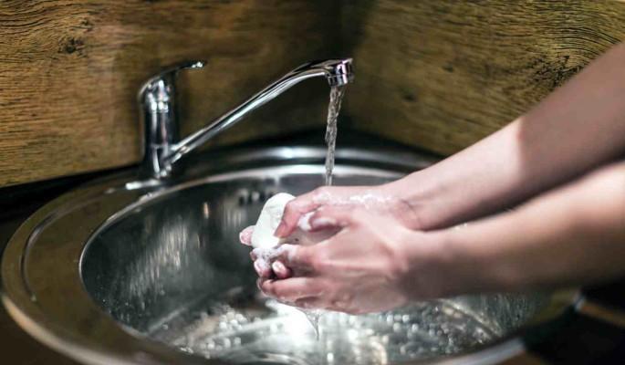 Украине грозит полное отключение горячей воды и отопления из-за долгов за газ