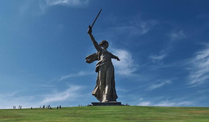 """Российские школьники воссоздали монумент """"Родина-мать зовет"""" в Майнкрафт"""