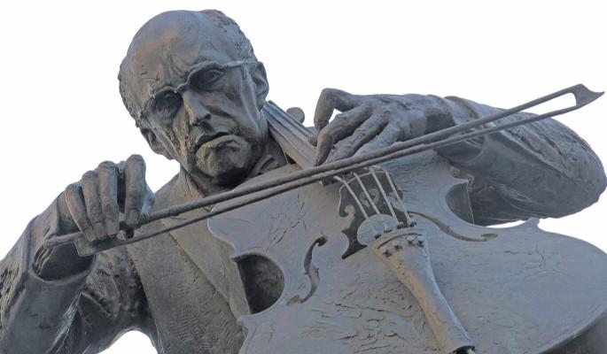 Памятник Мстиславу Ростроповичу в Москве отремонтируют