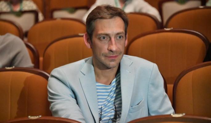 """""""Есть чувства и отношения"""": Актер Ткаченко объяснил поцелуи с мужчиной"""