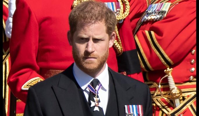 """""""Настоящее бесстыдство"""": принца Гарри разнесли за нападки на королевскую семью"""