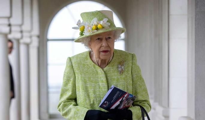 Стало известно о побеге Елизаветы II из дворца