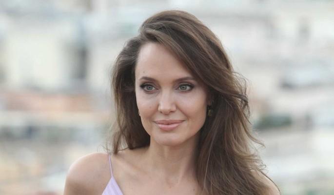 """""""Открыта для отношений"""": одинокая Джоли готова к новой любви"""