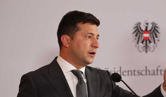 Эксперт Вакаров назвал закрытие телеканалов на Украине главной причиной роста рейтинга Зеленского