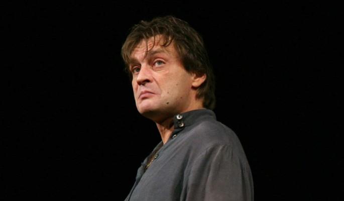 Домогаров откровенно ответил на вопрос о пьянках на сцене: Это смерть