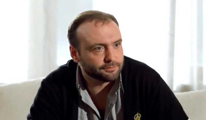 Стало дурно у здания суда: актера Марка Горонока развели с женой