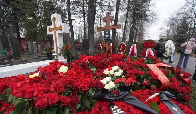 Дойду до Кремля: Михалков сцепился с Бондарчуком за место на элитном кладбище