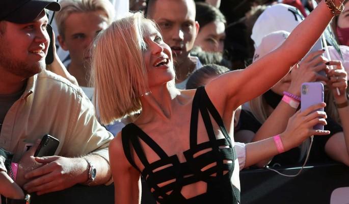 Жарче некуда: Гагарина блеснула обнаженной грудью