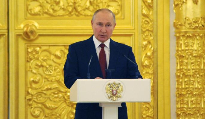 Путин поздравил граждан с Днем России