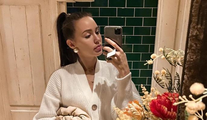 """""""Нездоровая баба"""": взорвавшаяся жена футболиста Тарасова разразилась гневной отповедью"""