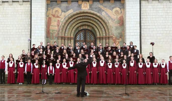 По всей стране более 300 хоров спели российский гимн