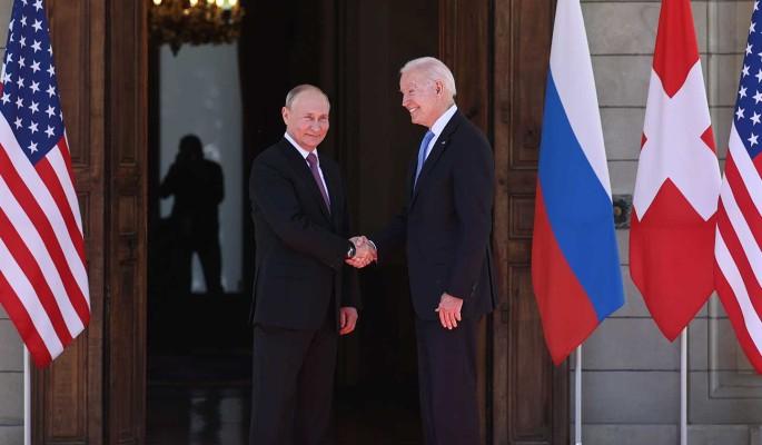 Поведение Путина и Байдена на встрече в Женеве оценили: Романтик и защитник