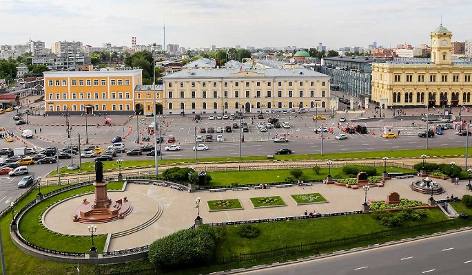 Порядок парковки у вокзалов на Комсомольской площади изменился