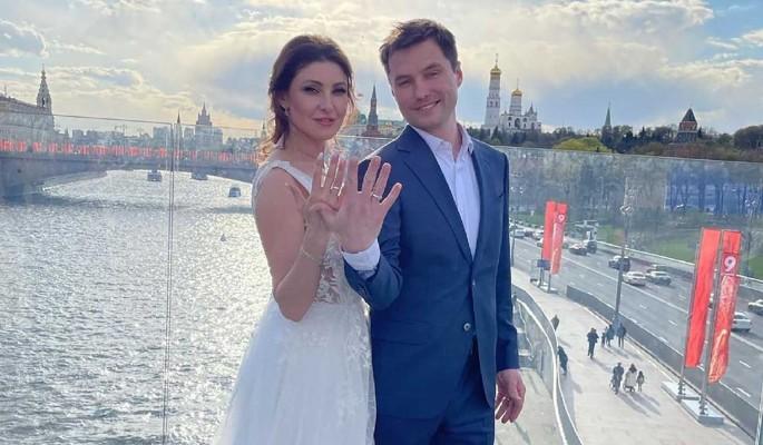Свадьба со строителем и скандалы: как началась новая жизнь Анастасии Макеевой