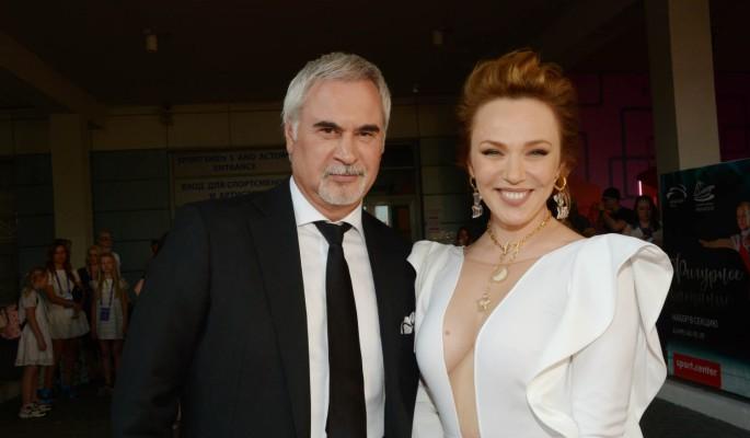 Измотанная грудничком Джанабаева не отпускает Меладзе даже в парикмахерскую