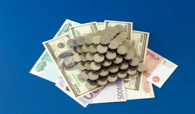 Аналитики порекомендовали россиянам покупать валюту