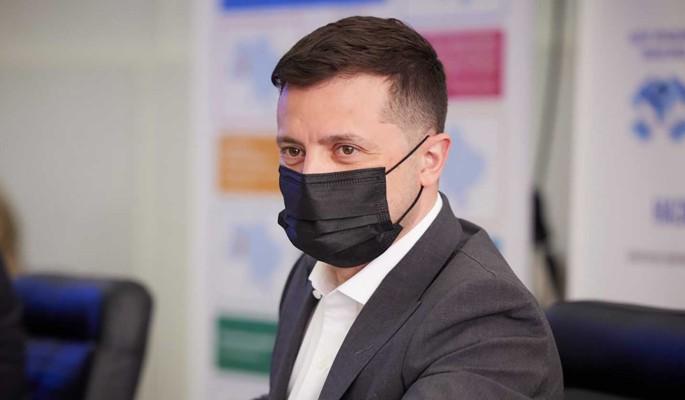 """Похоже, не знаком с историей"": политолог Корнилов о конфузе Зеленского с украинским флагом"