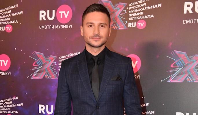 Не взял даже зубную щетку: Лазарев бросил Малиновского на фоне слухов об однополой связи