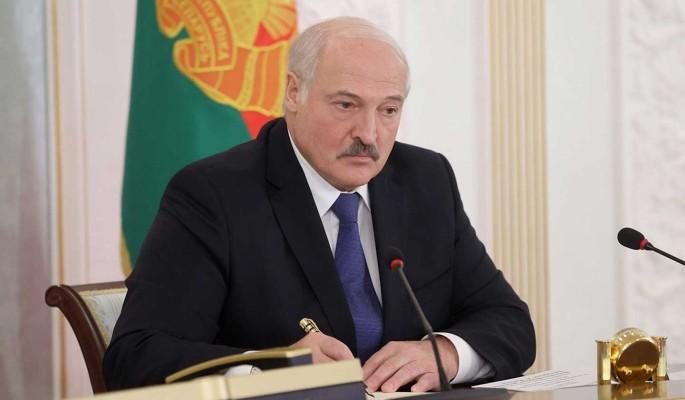 Политик Корнеенко предложил Меркель не реагировать на Лукашенко: Моська лает на слона