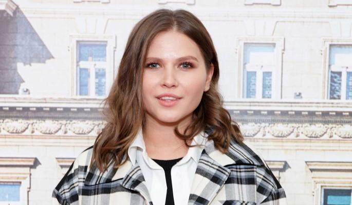 Отмечающая годовщину звезда сериалов Топольницкая показала фото со свадьбы