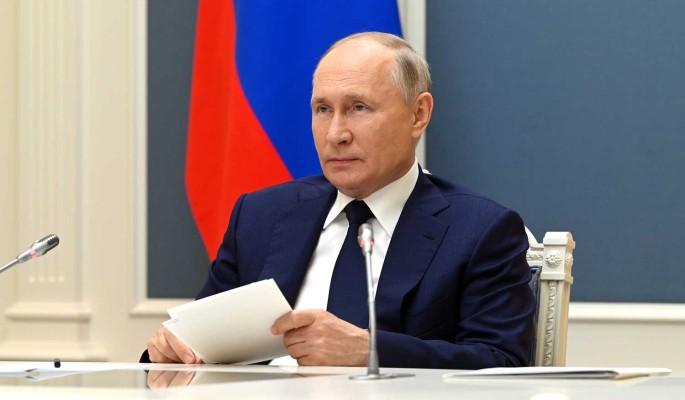 Путин дал поручение правительству по выплатам на детей