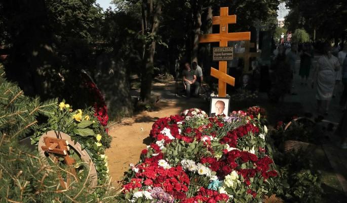 Господи, помилуй: могила Меньшова утонула сразу после похорон