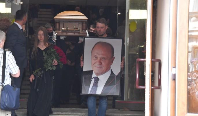 Дочь Меньшова сделала официальное заявление впервые после похорон