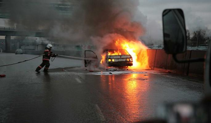 Адская смерть: Известный автогонщик сгорел заживо в машине с подругой