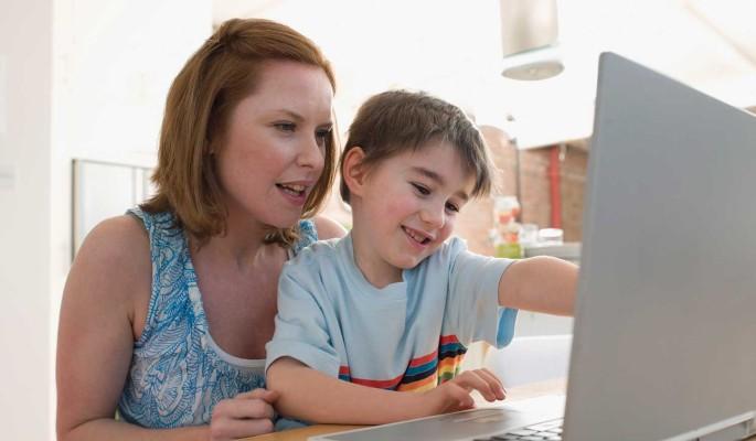 """Заявление на школьную выплату через """"Госуслуги"""" подали 4,5 миллиона родителей"""