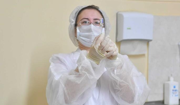 Прививку от COVID-19 сделали почти 70% московских врачей