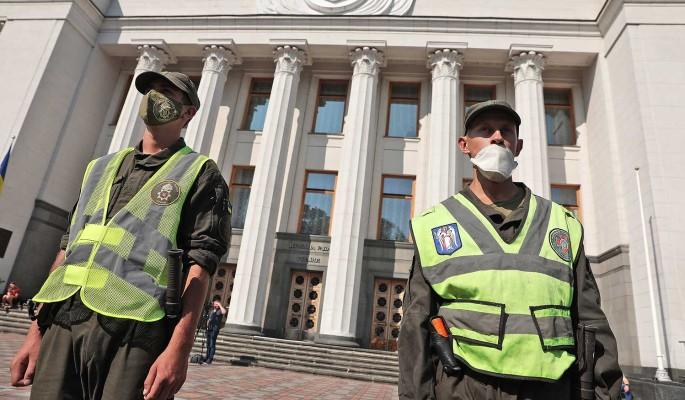 В Киеве начались столкновения межу протестующими и полицией