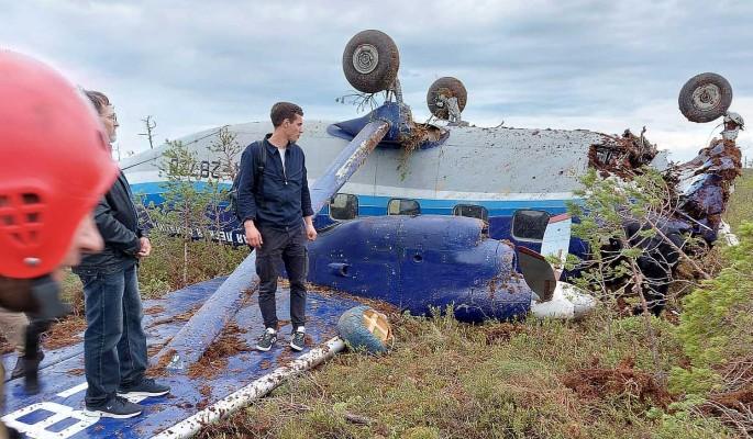 Самолет Ан-28 совершил жесткую посадку в Томской области