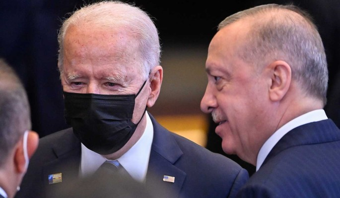 Эрдоган намерен обсудить с Байденом признание Косово