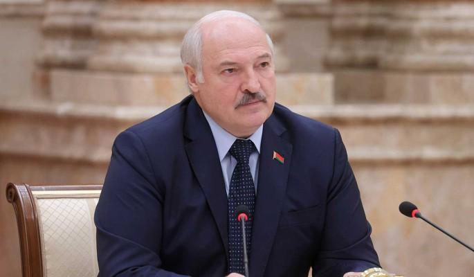 """Лукашенко хочет рассказать """"страшную правду об ужасах войны"""" всему миру: Стеснялись предъявить"""