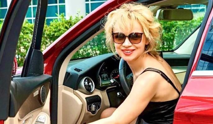 """""""Моя королева"""": отдыхающая на сеновале Цымбалюк-Романовская произвела фурор"""