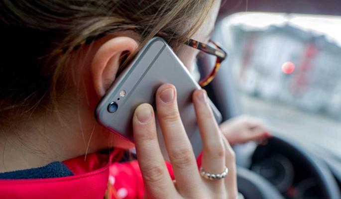 В России штраф за пользование телефоном за рулем может вырасти в шесть раз