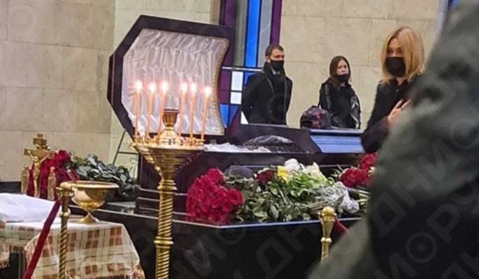 Похоронили и забыли: что случилось с могилой умершего от анального разрыва Шевчука