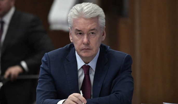 Собянин заявил об улучшении ситуации с COVID-19 и отменил перчатки