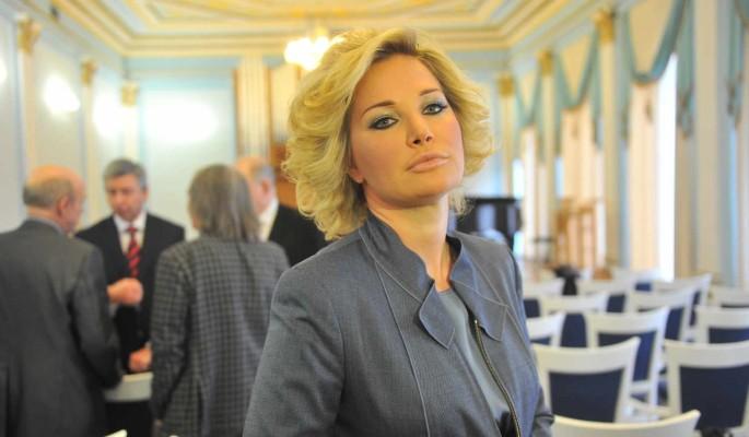 """""""Обязательно так нескромно стоять?"""": бывшая депутат Максакова поделилась пикантными фото"""