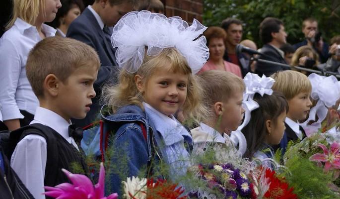Российским школьникам начали выплачивать по 10 тысяч рублей