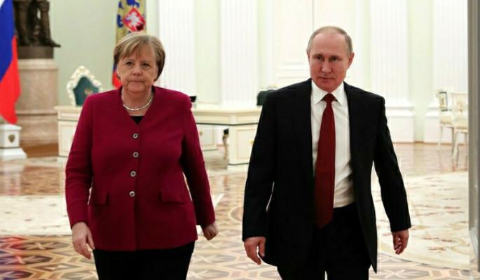 Политолог Михеев о встрече Путина и Меркель: Крым обсуждаться не будет