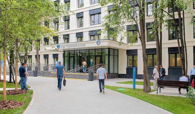 В Москве благоустроили территории 23 поликлиник