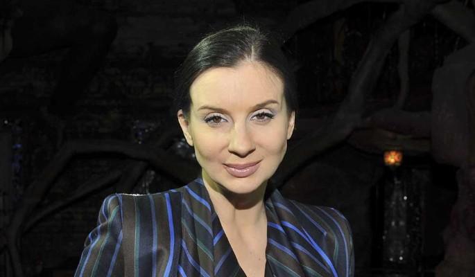 Известная актриса страстно схватилась за аппетитные яблочки Стриженовой