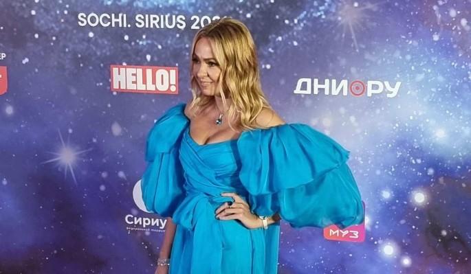 Снова мама: 46-летняя модница Рудковская ответила на вопрос о беременности дочкой