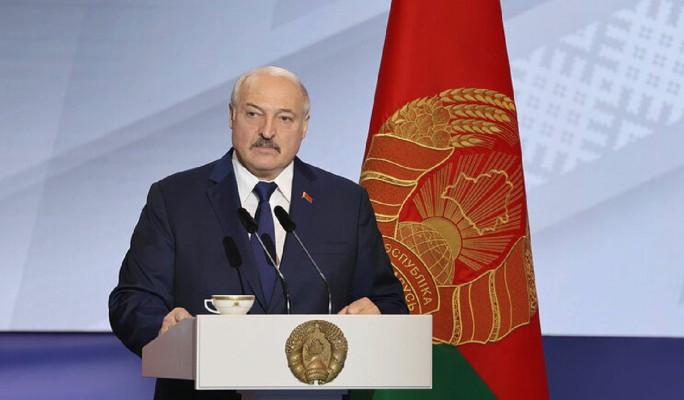 Лидер НАУ Латушко обвинил банки в поддержке репрессий Лукашенко