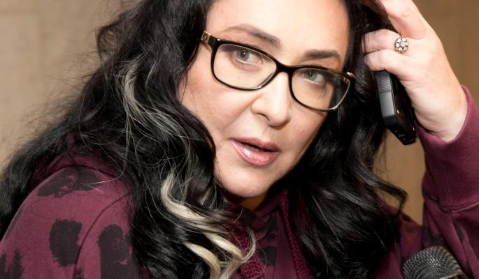 """""""Глисты для похудения"""": истощенная 57-летняя Лолита поразила россиян стоячей грудью"""