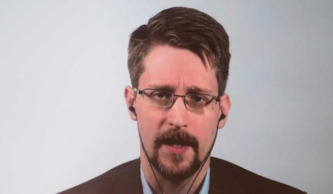 """Сноуден на марафоне общества """"Знание"""": Компании-производители просматривают ваши телефоны"""